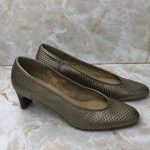 Stuart Weitzman gold perforated heels sz 8M